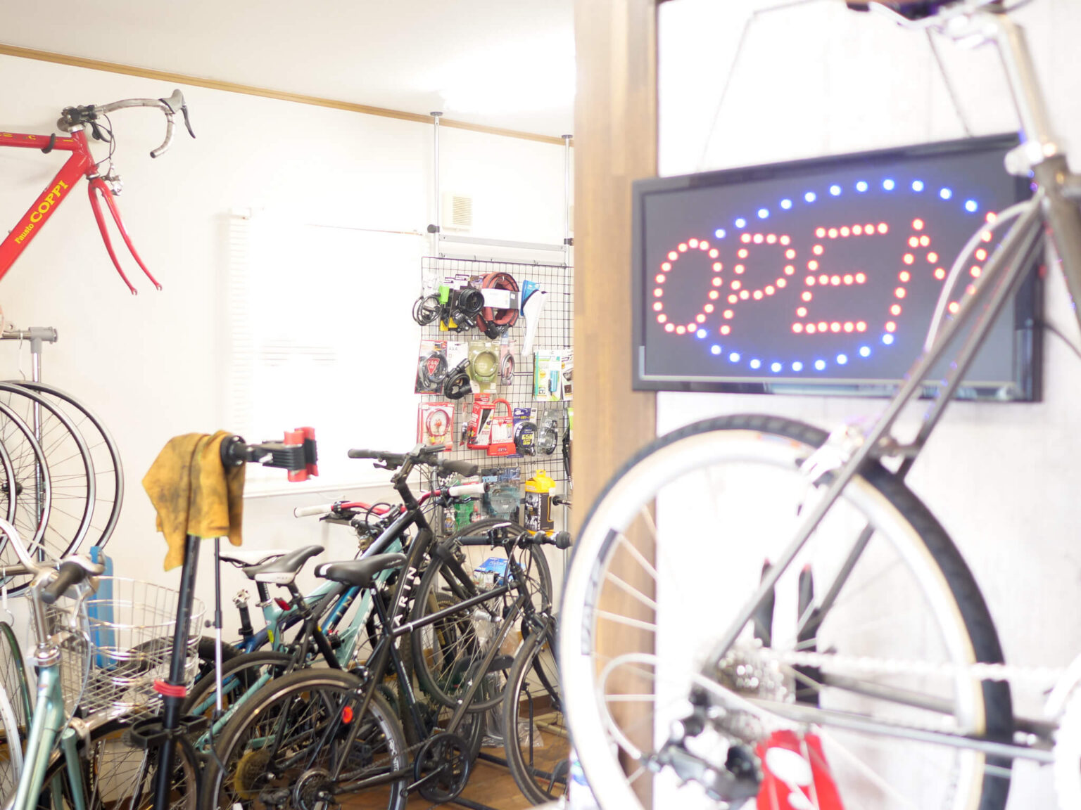 自転車修理専門店cycle feat.comの内観