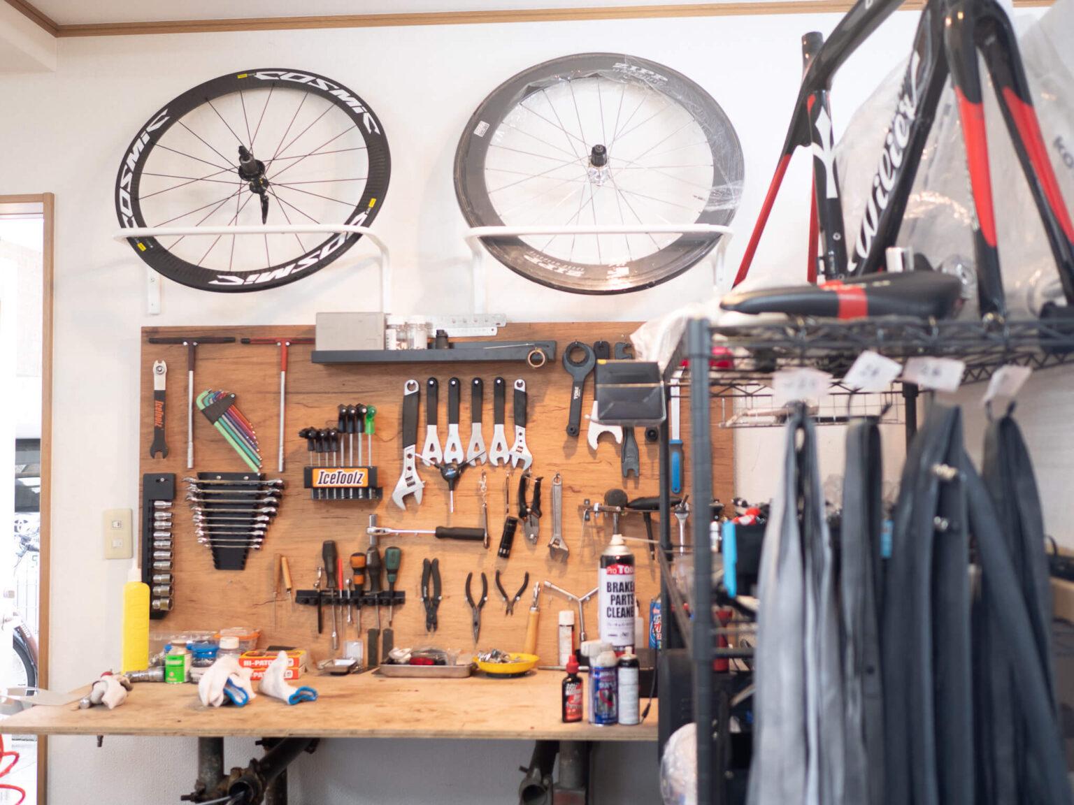 自転車修理専門店cycle feat.comの内装